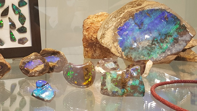 Are you a collector? At the JOGS Show you can find more than just jewelry - you can also find gem specimens and fossils in our amazing Gemstone ballrooms!