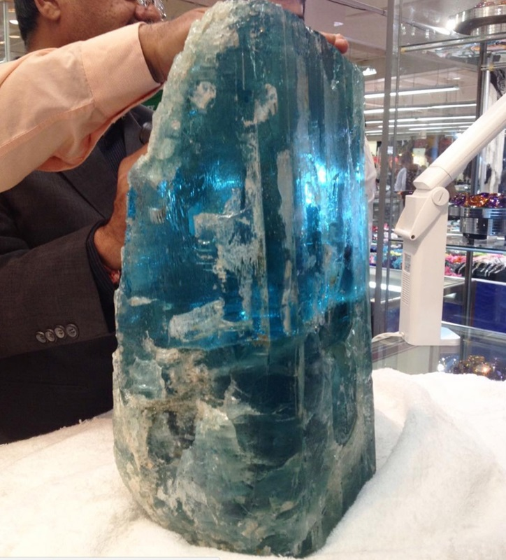 Giant aquamarine piece that was sold at a past JOGS show! Exhibitors bring their best and newest products to the show.